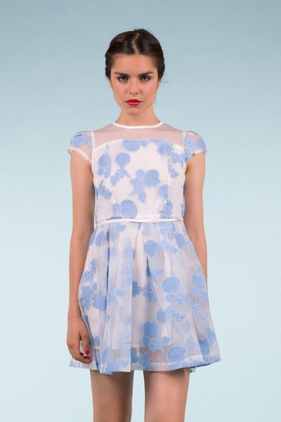 a48625f1f6 Vestido corto de tul con flores bordadas - OUTLET Primavera Verano