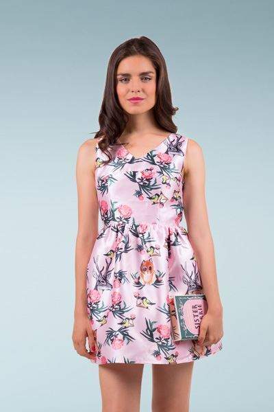 806f79ce7feb Vestido corto rosa estampado flores y pájaros con lazadas y espalda  descubierta